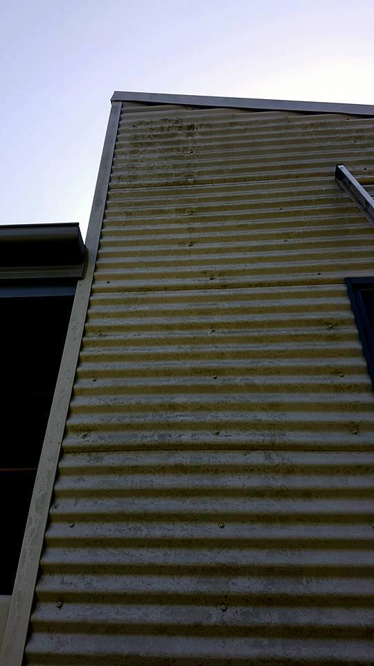 High pressure cleaning roof
